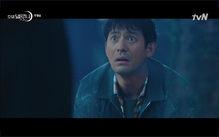 Phim Hotel Del Luna tập 1: Yeo Goo Jin bị cha ruột lập khế ước bán cho IU ngay từ nhỏ ảnh 51