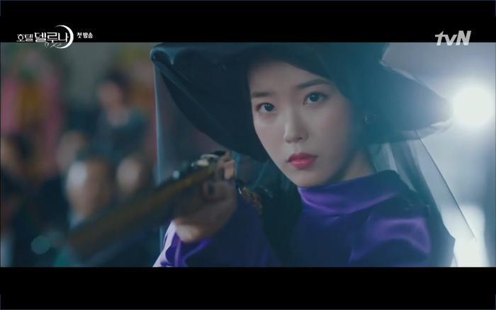 Phim Hotel Del Luna tập 1: Yeo Goo Jin bị cha ruột lập khế ước bán cho IU ngay từ nhỏ ảnh 80