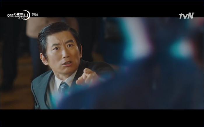 Phim Hotel Del Luna tập 1: Yeo Goo Jin bị cha ruột lập khế ước bán cho IU ngay từ nhỏ ảnh 78