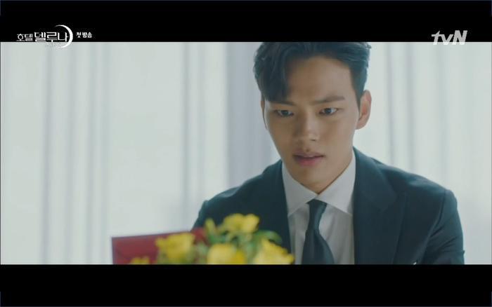 Phim Hotel Del Luna tập 1: Yeo Goo Jin bị cha ruột lập khế ước bán cho IU ngay từ nhỏ ảnh 61