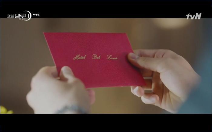 Phim Hotel Del Luna tập 1: Yeo Goo Jin bị cha ruột lập khế ước bán cho IU ngay từ nhỏ ảnh 62