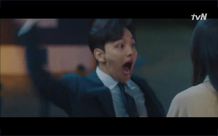 Phim Hotel Del Luna tập 1: Yeo Goo Jin bị cha ruột lập khế ước bán cho IU ngay từ nhỏ ảnh 70