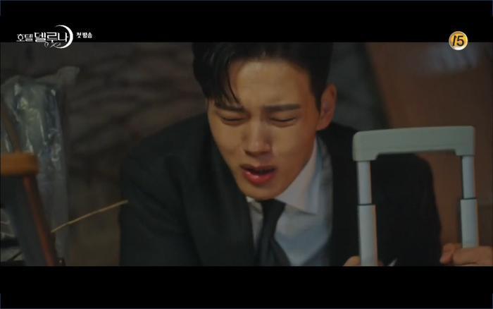 Phim Hotel Del Luna tập 1: Yeo Goo Jin bị cha ruột lập khế ước bán cho IU ngay từ nhỏ ảnh 71