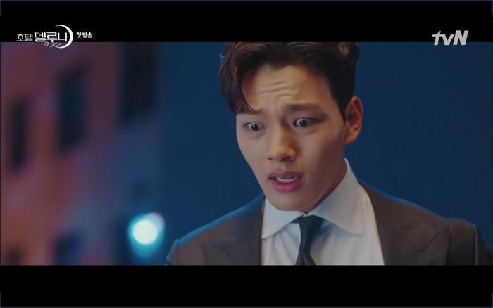 Phim Hotel Del Luna tập 1: Yeo Goo Jin bị cha ruột lập khế ước bán cho IU ngay từ nhỏ ảnh 85