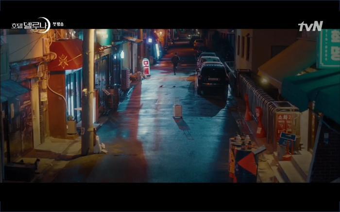 Phim Hotel Del Luna tập 1: Yeo Goo Jin bị cha ruột lập khế ước bán cho IU ngay từ nhỏ ảnh 87