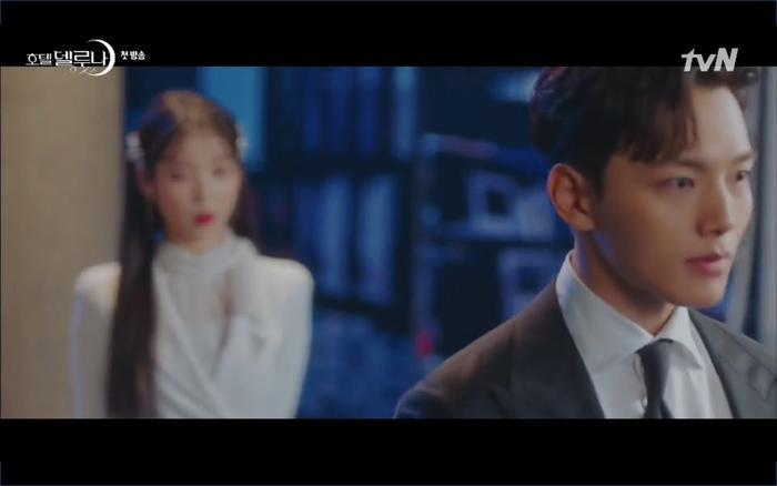 Phim Hotel Del Luna tập 1: Yeo Goo Jin bị cha ruột lập khế ước bán cho IU ngay từ nhỏ ảnh 92