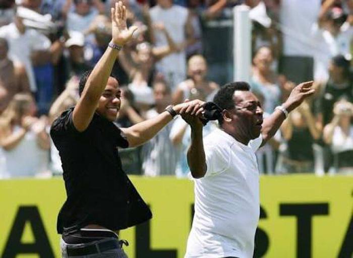 Robinho từng được vua bóng đá Pele đánh giá rất cao.