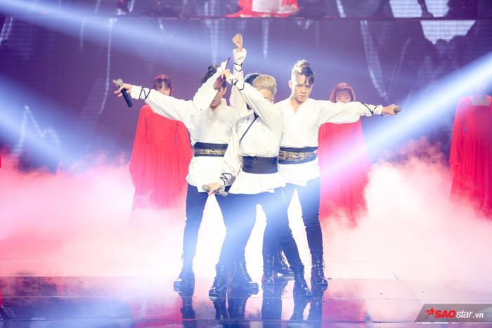 DOMINIX thể hiện vũ đạo bắt mắt trên sân khấu vòng Bán kết – The Voice 2019.