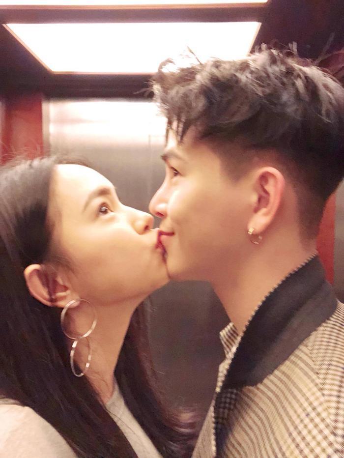 Châu Bùi (sinh năm 1997) và Decao (Cao Minh Thắng, sinh năm 1990) công khai tình yêu tháng 6/2016, và từ đó thường xuất hiện bên nhau như hình với bóng, trở thành một cặp đôi được yêu thích của giới trẻ.