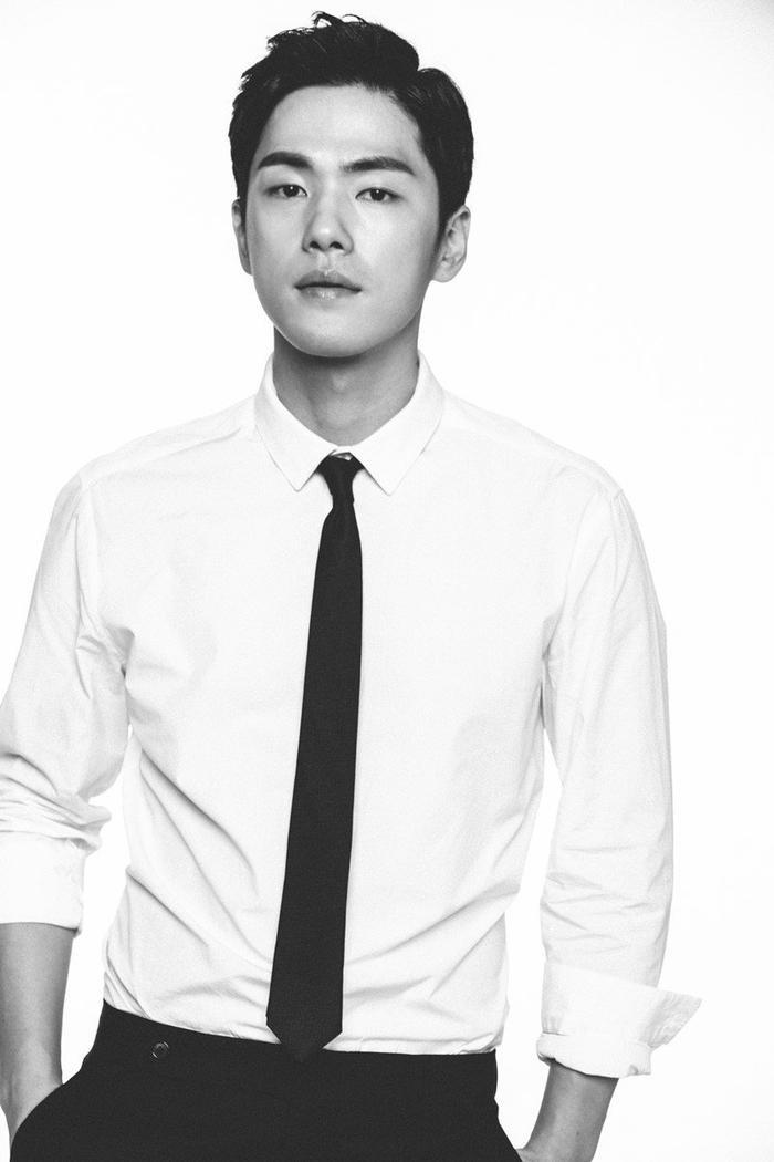 Sau 1 năm bỏ rơi Seohyun, Kim Jung Hyun quay trở lại màn ảnh nhỏ trong phim 'Crash Landing of Love' đóng cùng Hyun Bin và Son Ye Jin ảnh 4