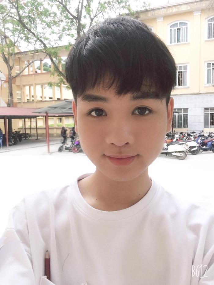 Bình thường, khi trong ngoại hình con trai, Thanh Tùng trông đã khá xinh xắn rồi.