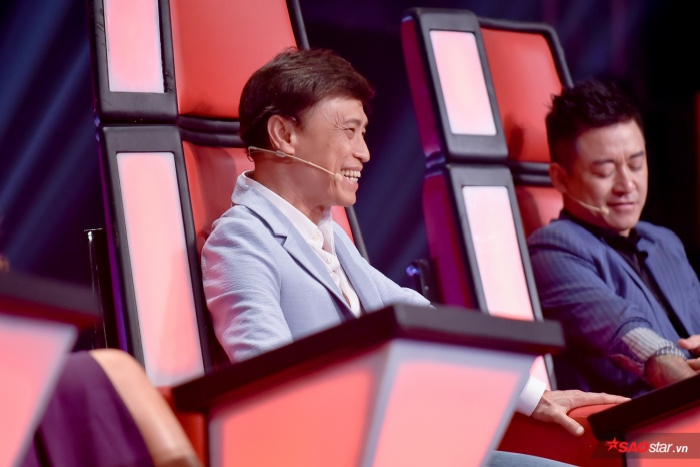 """Trong phần thi của Juky San tại đêm Bán kết, HLV Tuấn Ngọc khiến fan """"phì cười: vì không biết nghĩa của cụm từ F.A."""
