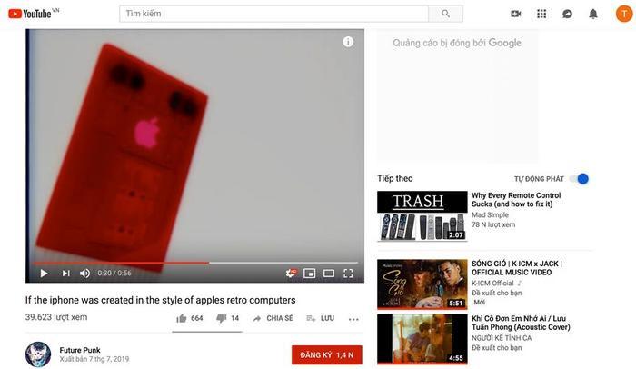 """Nhiều người đã bày tỏ sự thích thú về phong cách cổ điển này trên iPhone. """"Tôi khá ấn tượng về cách mà họ thiết kế lại mẫu điện thoại yêu thích của tôi. Dù vậy, nó vẫn giống cái máy tính (calculator) cầm tay hơn"""", người dùng có tài khoản daedbird nhận xét. Dựa theo quảng cáo iMac G3 khi xưa của Apple,chuyên trang thiết kế Future Punk cũng tạo ra một quảng cáo tương tự để quảng bá cho những chiếc iPhone cổ điển của mình."""