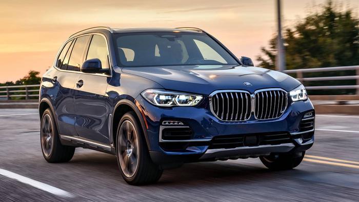 7. BMW X5 xDrive40i 2019 (6.9/10):BMW X5 2019 được trang bị thiết kế ngoại thất cải tiến, nội thất sang trọng và nhiều công nghệ hiện đại cùng 4 động cơ khác nhau.Các chuyên gia của Motor1 đánh giá, BMW X5 xDrive40i 2019 là mẫu SUV hàng đầu và đáng để mua trong năm 2019.