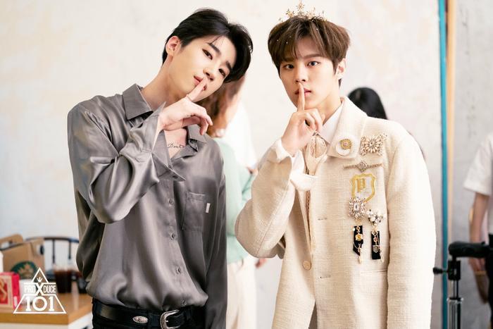 Han Seung Woo (Victon) và Kim Woo Seok (Up10tion).