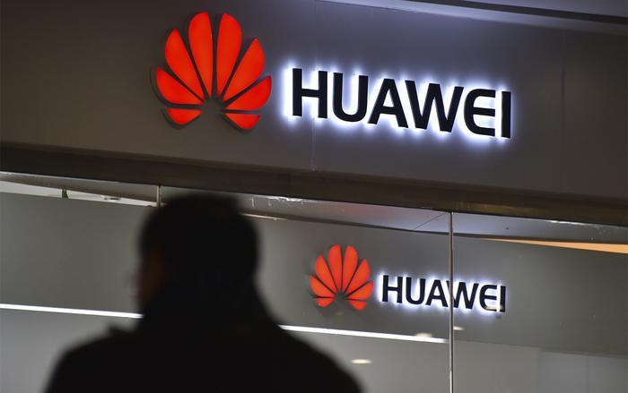 Chính phủ Mỹ đang lên kế hoạch phê duyệt cho các công ty trong nước giao dịch trở lại với Huawei trong 2-4 tuần tới. (Ảnh: Reuters)