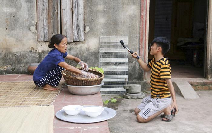 """Kênh YouTube """"Bà Tân Vlog"""" phải chia cho bên thứ 3 khoảng 15% số tiền kiếm được trên YouTube. (Ảnh:VietNamNet)"""
