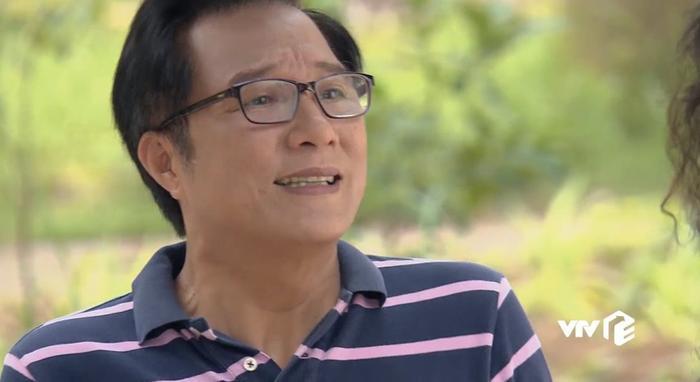 Ông Phú sung sướng khi được cô Linh tỏ tình.