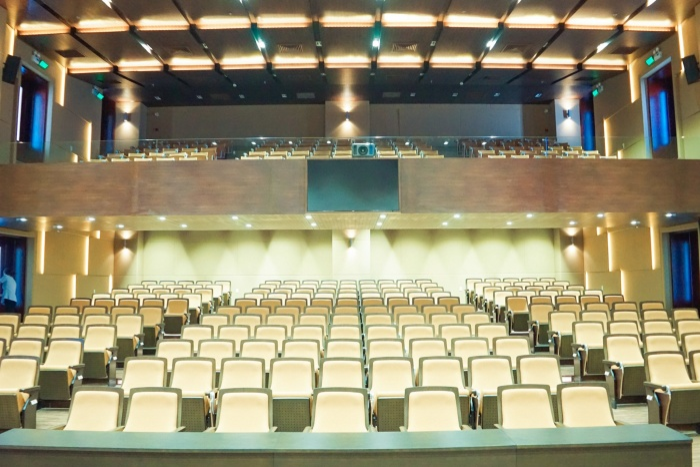Do hội trường có sức chứa tương đối ít nên nơi đây thường chỉ diễn ra những hội nghị, buổi lễ với quy mô nhỏ