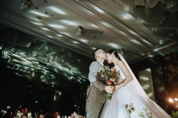 Tròn 1 tháng cưới chồng, MC Phí Linh mếu máo than trời vì nấu ăn quá khó ảnh 5