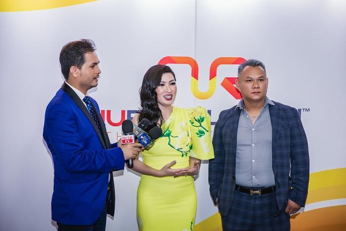 Cô chọn thiết kế Việt cho sự kiện long trọng trong sự nghiệp của mình