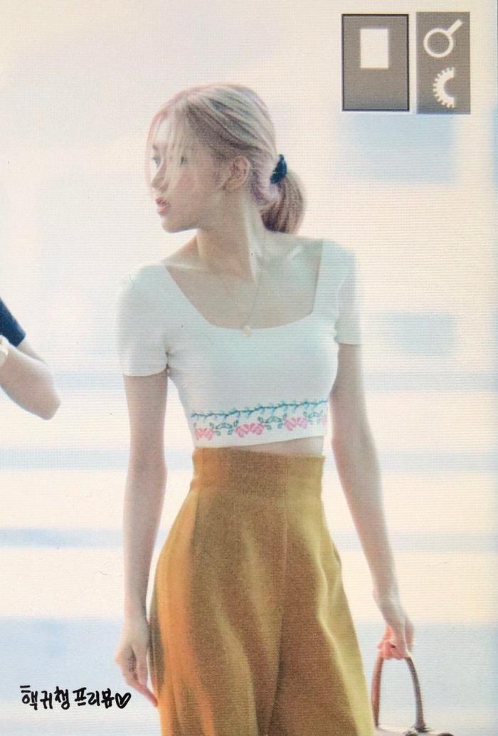 Giật mình với thời trang sân bay 'hở bạo' như mặc bra của Jennie (Blackpink) ảnh 11