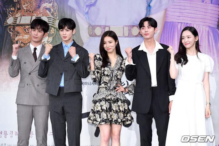 Họp báo Rookie Historian Goo Hae Ryung: Cha Eun Woo  Shin Se Kyung xinh như hoa, lấn áp cặp đôi phụ ảnh 1