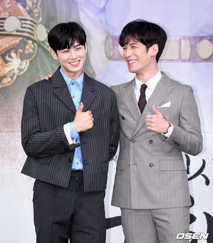 Tương tác tuyệt vời giữa Cha Eun Woo và Park Ki Woong. Họ đóng vai anh em ruột của nhau.