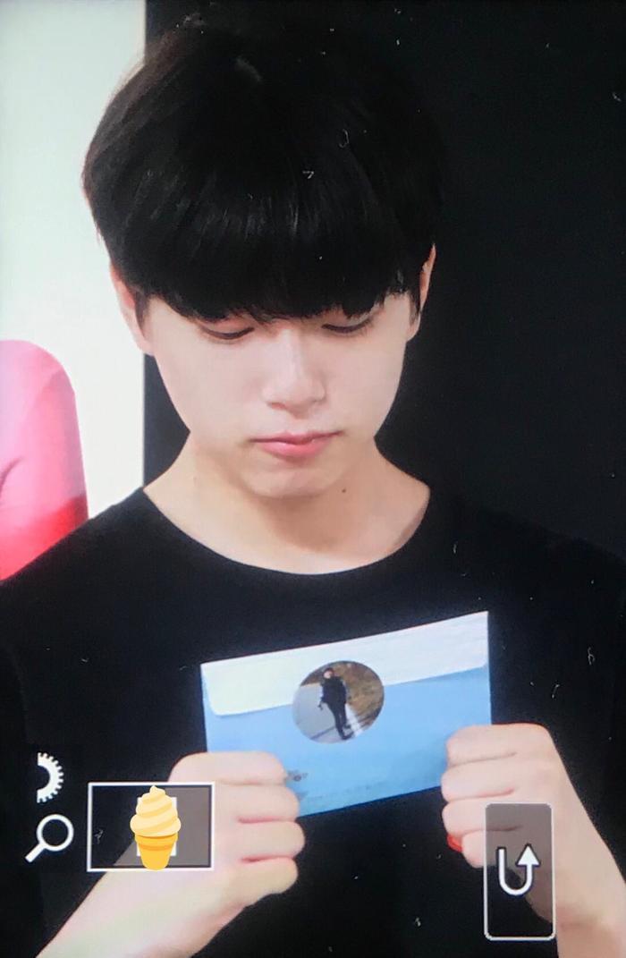 Produce X 101: Lộ diện sau khi bị loại, Lee Jin Woo xinh xắn như hoàng tử bé ảnh 0