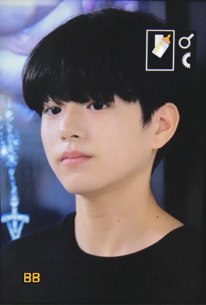 Produce X 101: Lộ diện sau khi bị loại, Lee Jin Woo xinh xắn như hoàng tử bé ảnh 22
