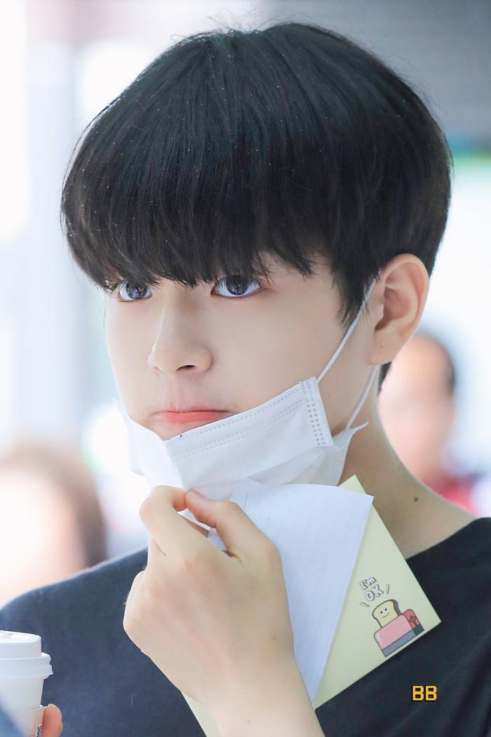 Produce X 101: Lộ diện sau khi bị loại, Lee Jin Woo xinh xắn như hoàng tử bé ảnh 12