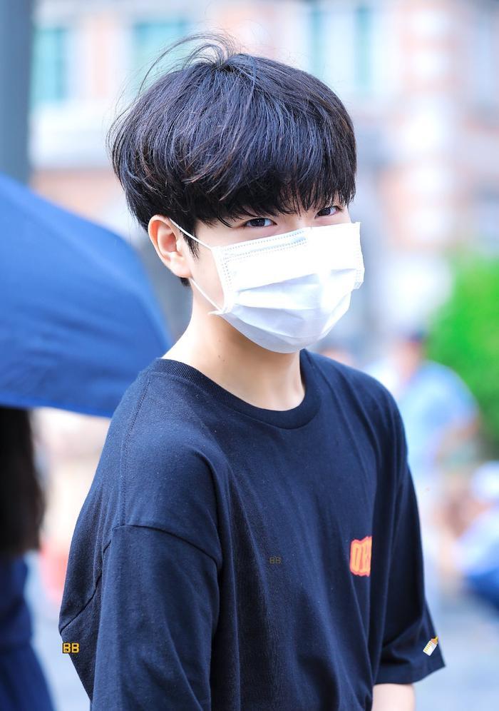 Produce X 101: Lộ diện sau khi bị loại, Lee Jin Woo xinh xắn như hoàng tử bé ảnh 7
