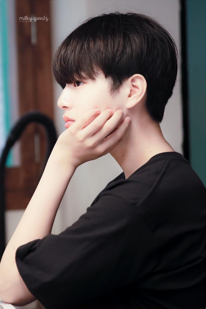 Produce X 101: Lộ diện sau khi bị loại, Lee Jin Woo xinh xắn như hoàng tử bé ảnh 10