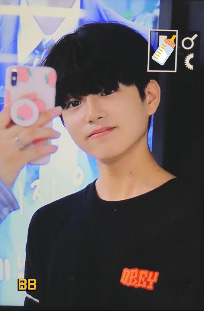 Produce X 101: Lộ diện sau khi bị loại, Lee Jin Woo xinh xắn như hoàng tử bé ảnh 16