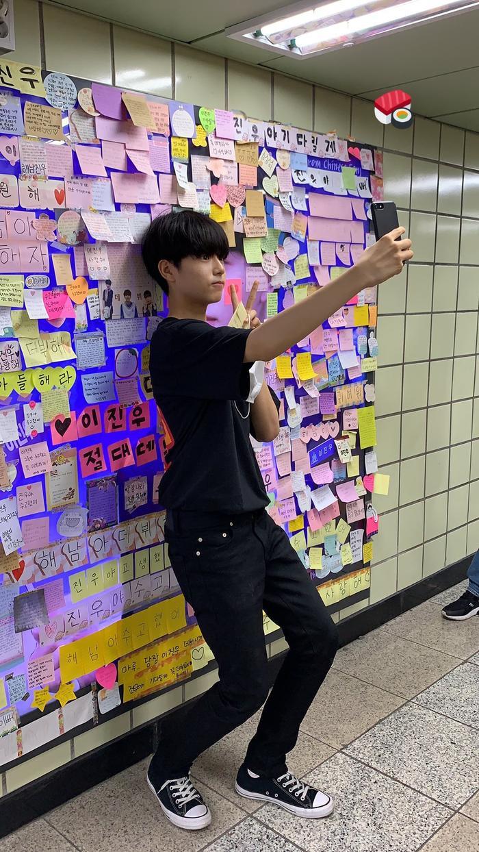 Produce X 101: Lộ diện sau khi bị loại, Lee Jin Woo xinh xắn như hoàng tử bé ảnh 2