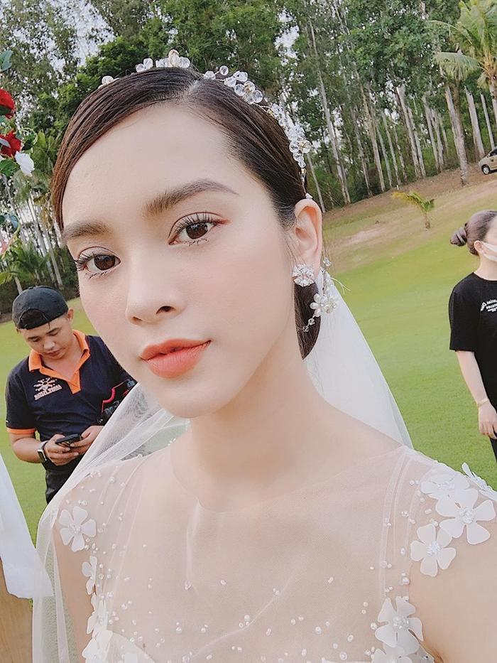 Tia ngay danh tính và nhan sắc xinh đẹp của của nữ chính MV 16+ Nếu ngày ấy (Soobin Hoàng Sơn) ảnh 2