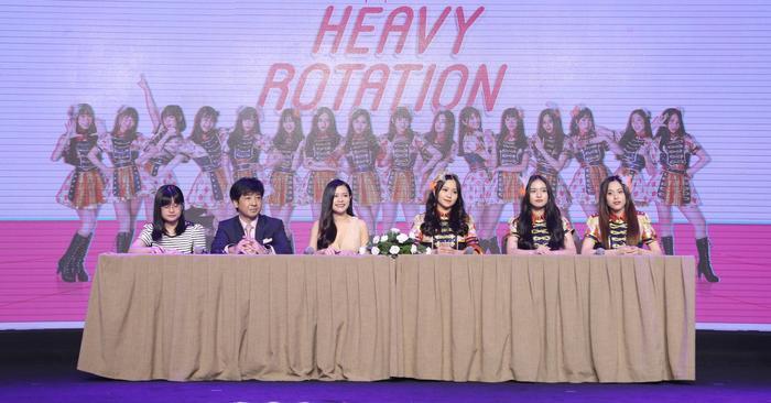 Họp báo ra mắt single Heavy Rotation của SGO48.