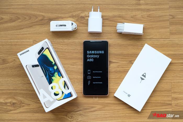 Samsung Galaxy A80 được Samsung bán ra với giá 14,99 triệu đồng tại Việt Nam. Với mức giá này, máy được định vị ở phân khcus tầm trung, cận cao . Bên trong hộp máy, người dùng có thân máy, tai nghe, cáp sạc, cục sạc, sách hướng dẫn sử dụng và que chọc SIM.