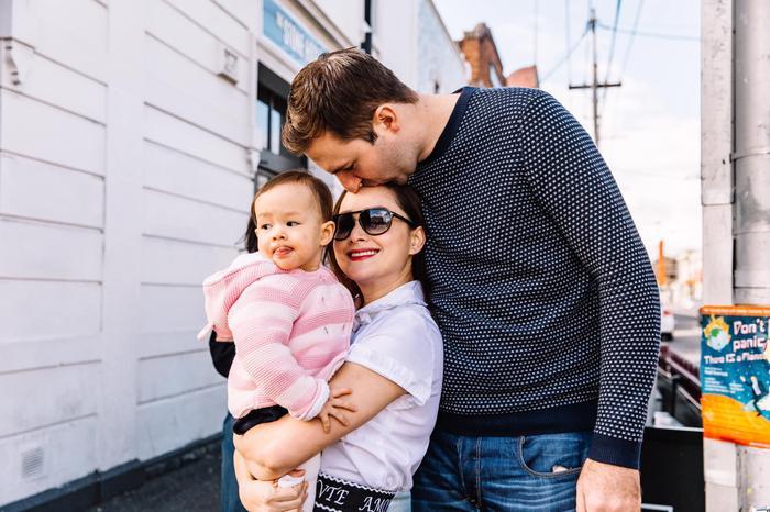 Khoảnh khắc gia đình 3 người tươi cười hạnh phúc của Lan Phương làm người hâm mộ chỉ biết thốt lên ghen tỵ