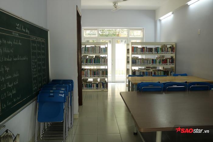 Phòng đọc sách với nhiều đầu sách tại KTX Cỏ May.