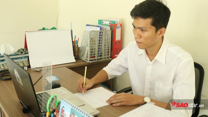 Anh Lê Minh Tuấn - Cán bộ phụ trách Quản lý Sinh viên KTX Cỏ May.