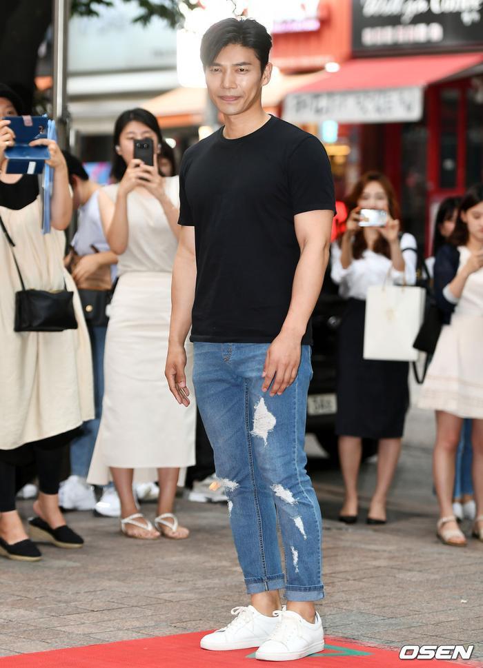 Ji Seung Hyun.