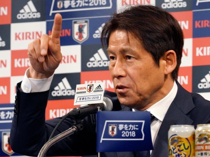Theo bản tin thể thao hôm nay, HLV Akira Nishino yêu cầu LĐBĐ Thái Lan phải thay đổi bộ máy BHL.