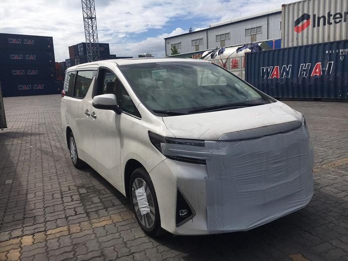Toyota Alphard 2019 của Đàm Vĩnh Hưng thuộc diện nhập khẩu từ nước ngoài. (Ảnh: Phan Dũng)