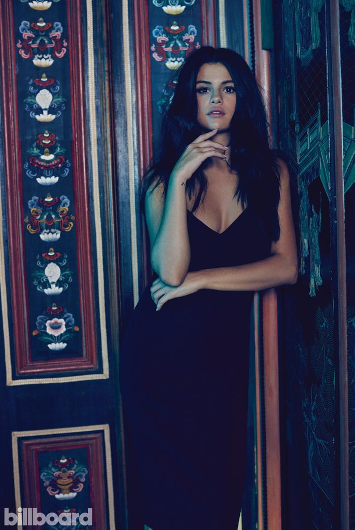Selena là một cô gái thích đem những tâm sự của mình gửi vào trong âm nhạc. Có lẽ đó cũng chính là lí do mỗi bài hát của cô đều dễ chạm đến cảm xúc khán giả và luôn khiến nhiều người nghi ngờ về những lời nhắn gửi trong ca khúc là dành riêng cho Justin Bieber.