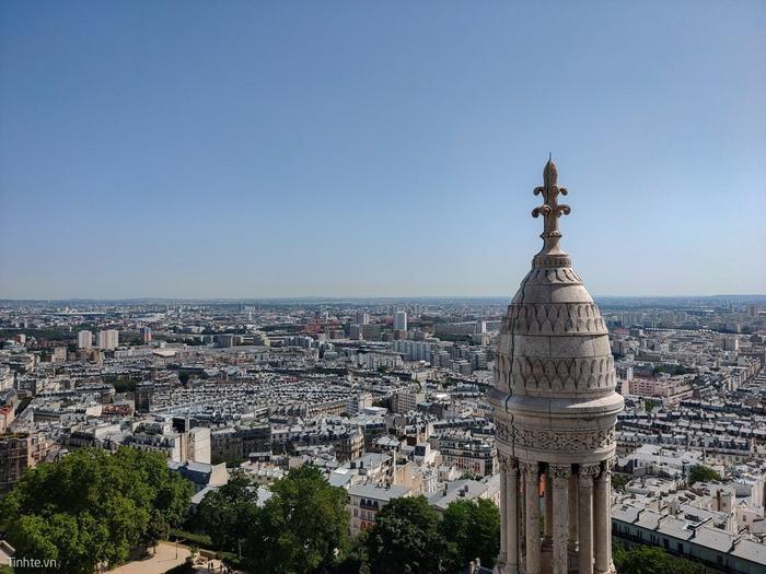 Đứng từ tháp cao nhà thờ nhìn vào Paris.