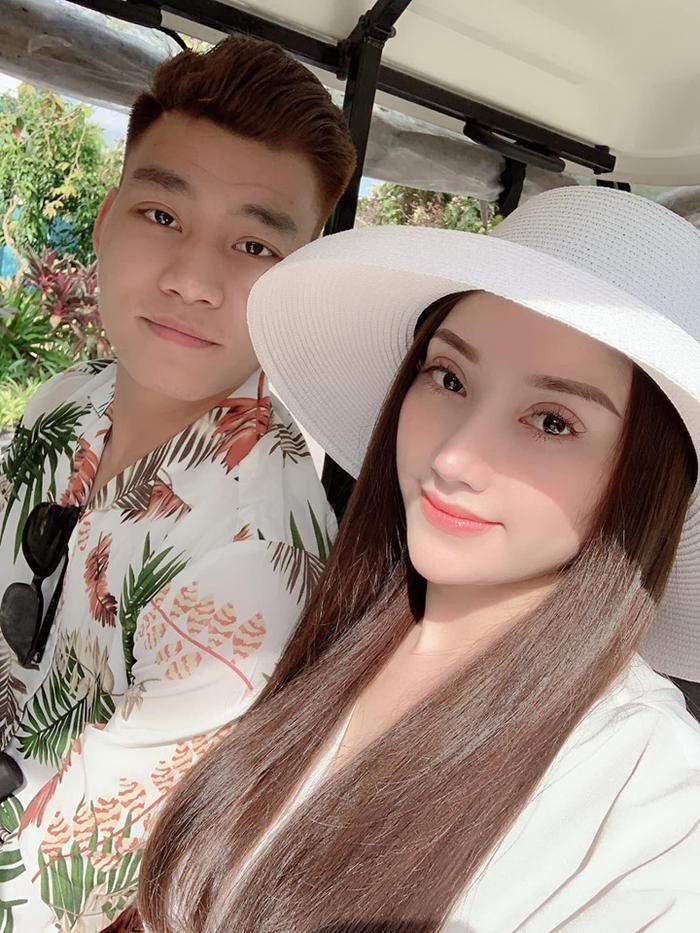 Chị gái của Phùng Bảo Trân lên tiếng mỉa mai cách hành xử của bạn gái hậu vệ Nguyễn Văn Dũng.