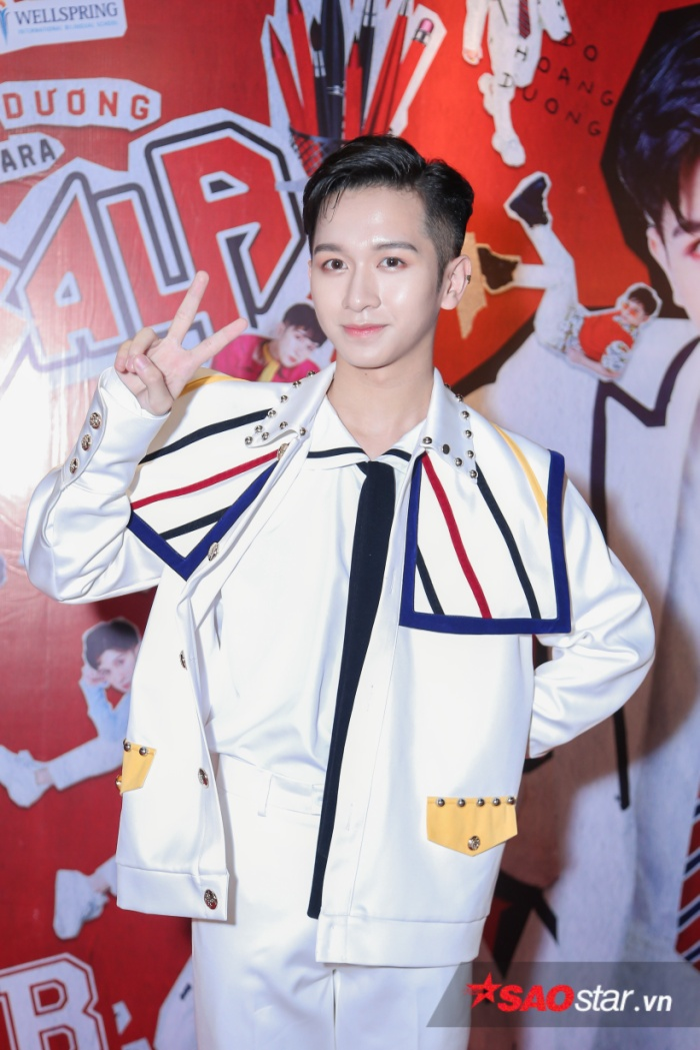 Đỗ Hoàng Dương bảnh bao trong buổi họp báo ra mắt MV.