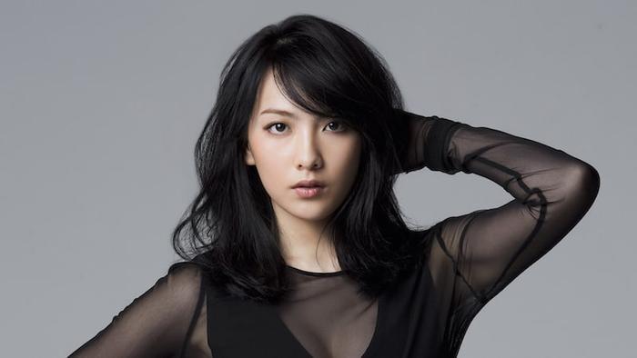 Với tổng thời gian vỏn vẹn chỉ 2 tuần, Kang Ji Young may mắn trở thành người nắm giữ kỷ lục làm thực tập sinh trong thời gian ngắn nhất cho đến ngày debut.