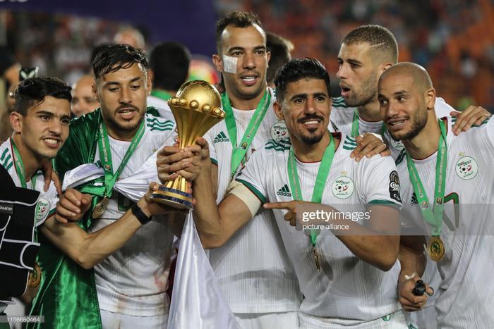 Đau đớn là vậy, nhưng khi tiếng còi kết thúc được vang lên, những giọt máu của Djamel Benlamri đã được đền đáp xứng đáng bằng chức vô địch sau 30 năm chờ đợi dành cho ĐT Algeria.